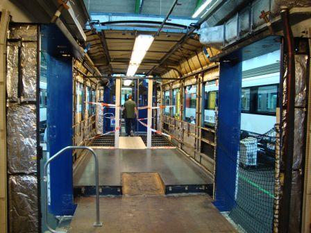 Ein Kolibri-Steuerwagen, der im IW Olten am 19. September 2009 gerade zu einem Domino umgebaut wird. Dieses Bild darf jeder frei verwenden.